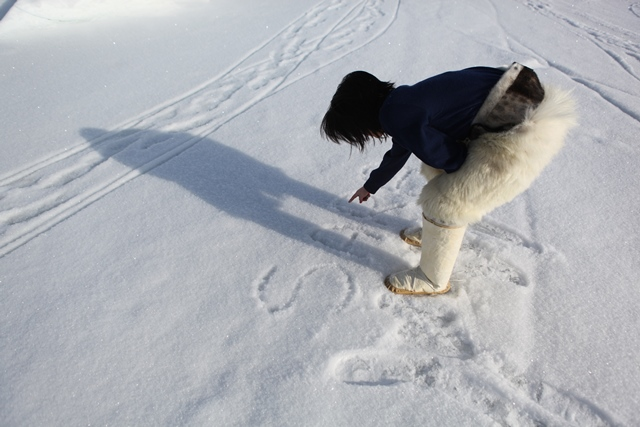 Sara writing her name in the snow